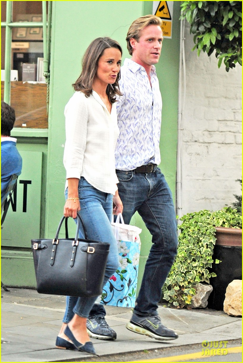 pippa middleton grabs drinks with tom kingston 093144936