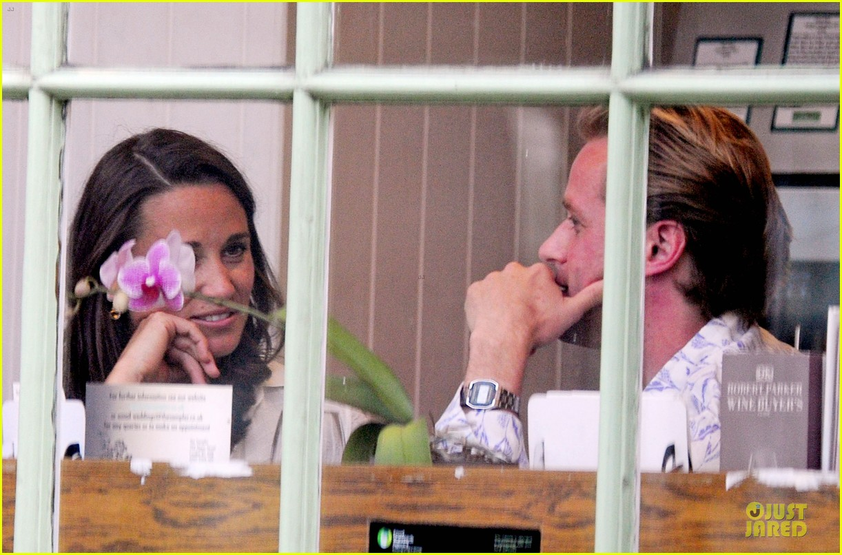 pippa middleton grabs drinks with tom kingston 15