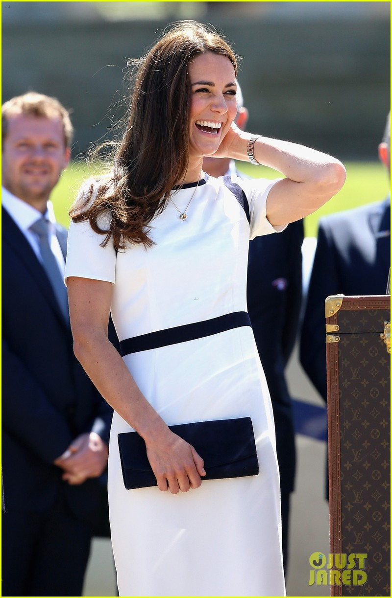 kate middleton never fails to impress see latest outfit here 043132270