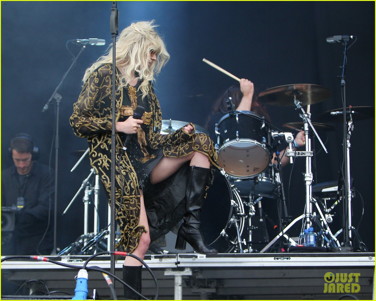 taylor momsen pretty reckless messed up world video 15