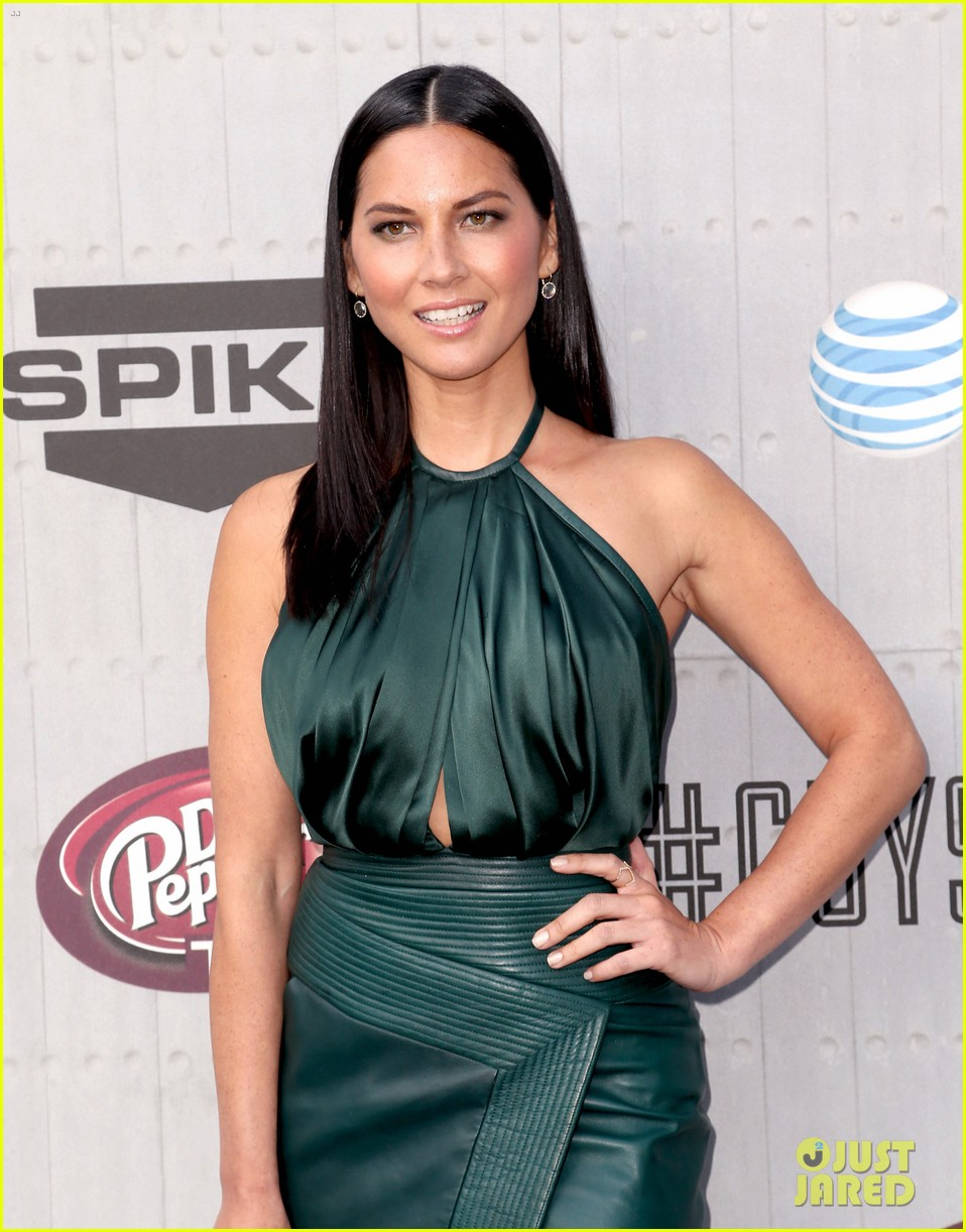 olivia munn rosario dawson guys choice awards 2014 083130693