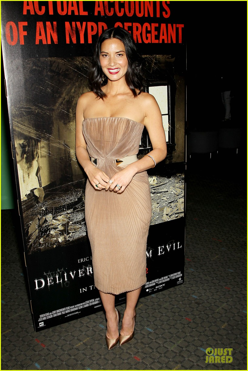 olivia munn aaron rodgers look perfect for deliver us from evil screening 123142735