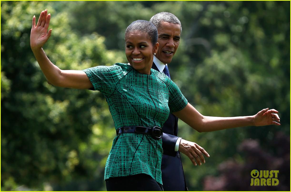 michelle obama almosts has wardrobe malfunction 04