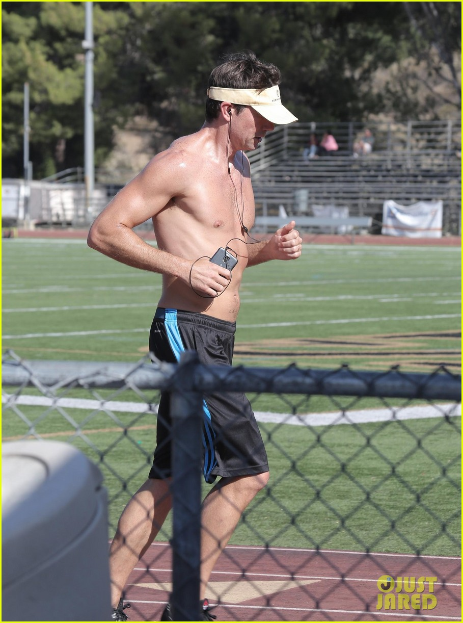 jerry oconnell shows off fit body while running shirtless 07