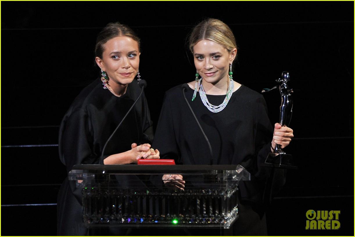 mary kate ashley olsen cfda fashion awards 02