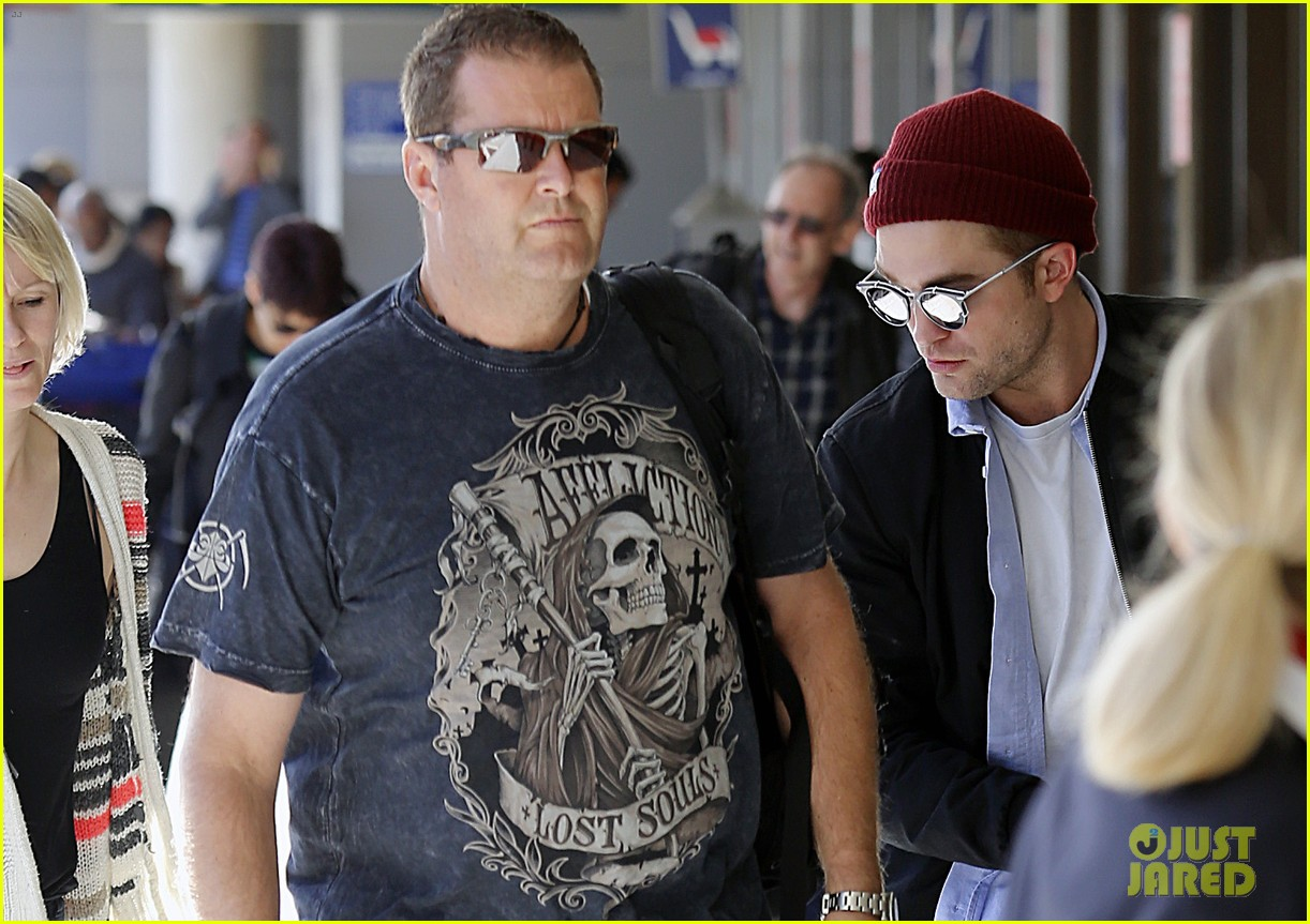 robert pattinson flys out of sydney after rover premiere 083131572