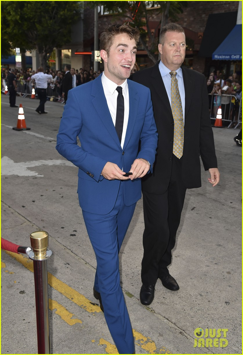 robert pattinson guy pearce rover hollywood premiere 073134359