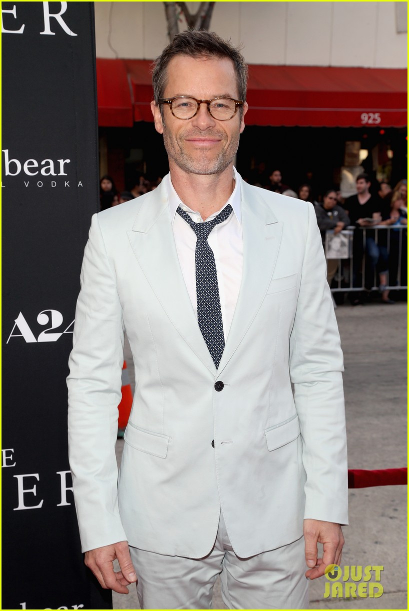 robert pattinson guy pearce rover hollywood premiere 093134361