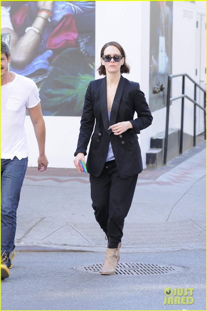 sarah paulson beau stroll around new york 033127380