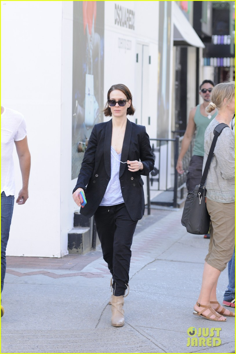 sarah paulson beau stroll around new york 09