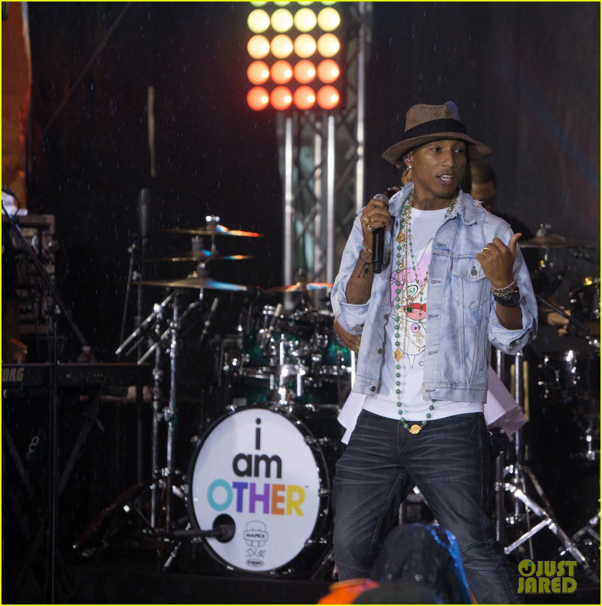 pharrell performs happy come get it bae on today show 09