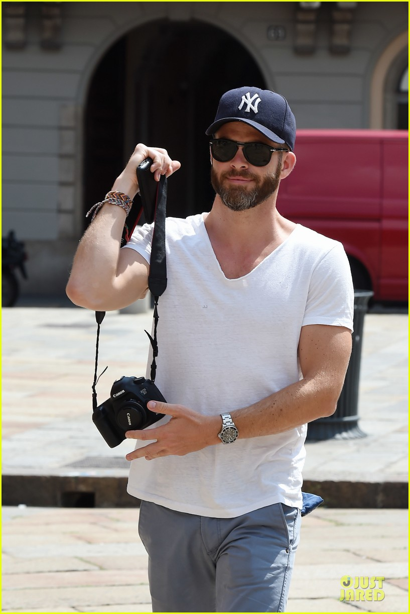 chris pine capture moments in italy 143142812