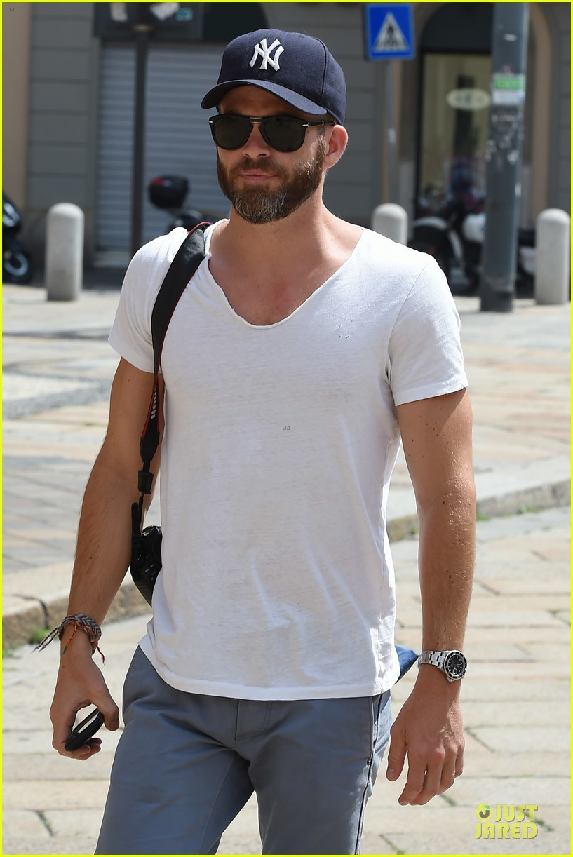 chris pine capture moments in italy 15