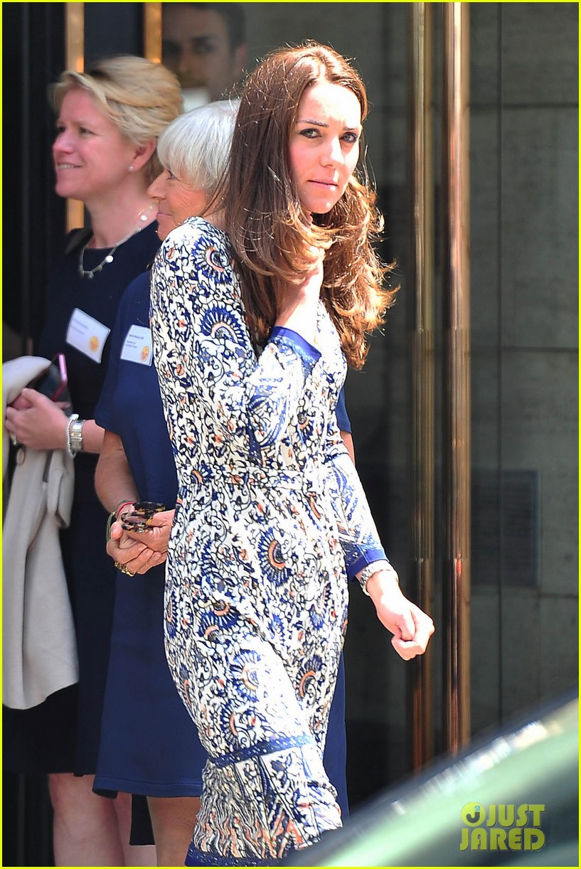 kate middleton steps out after pippa today interview 06