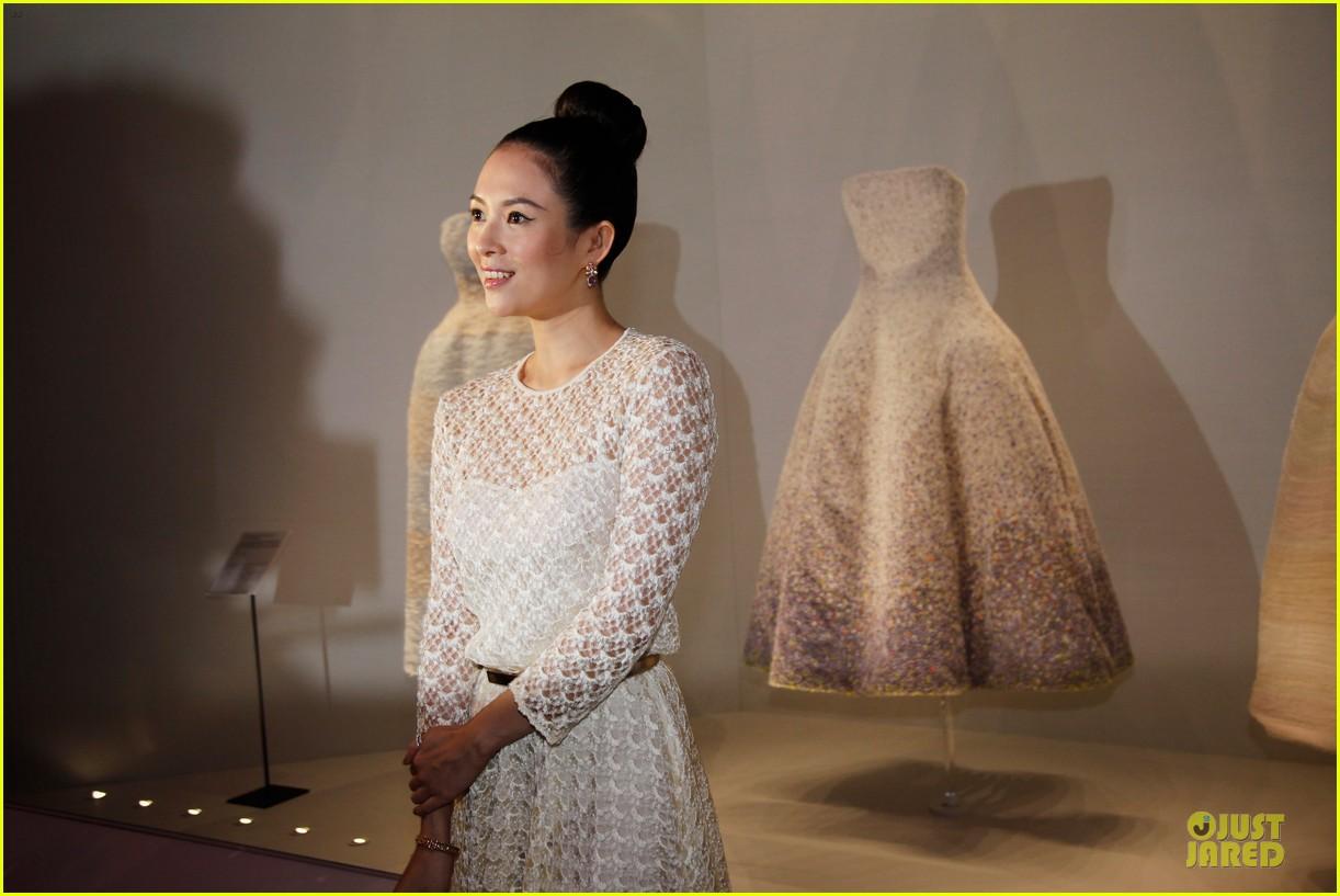 natalie portman ziyi zhang miss dior exhibition 043139016