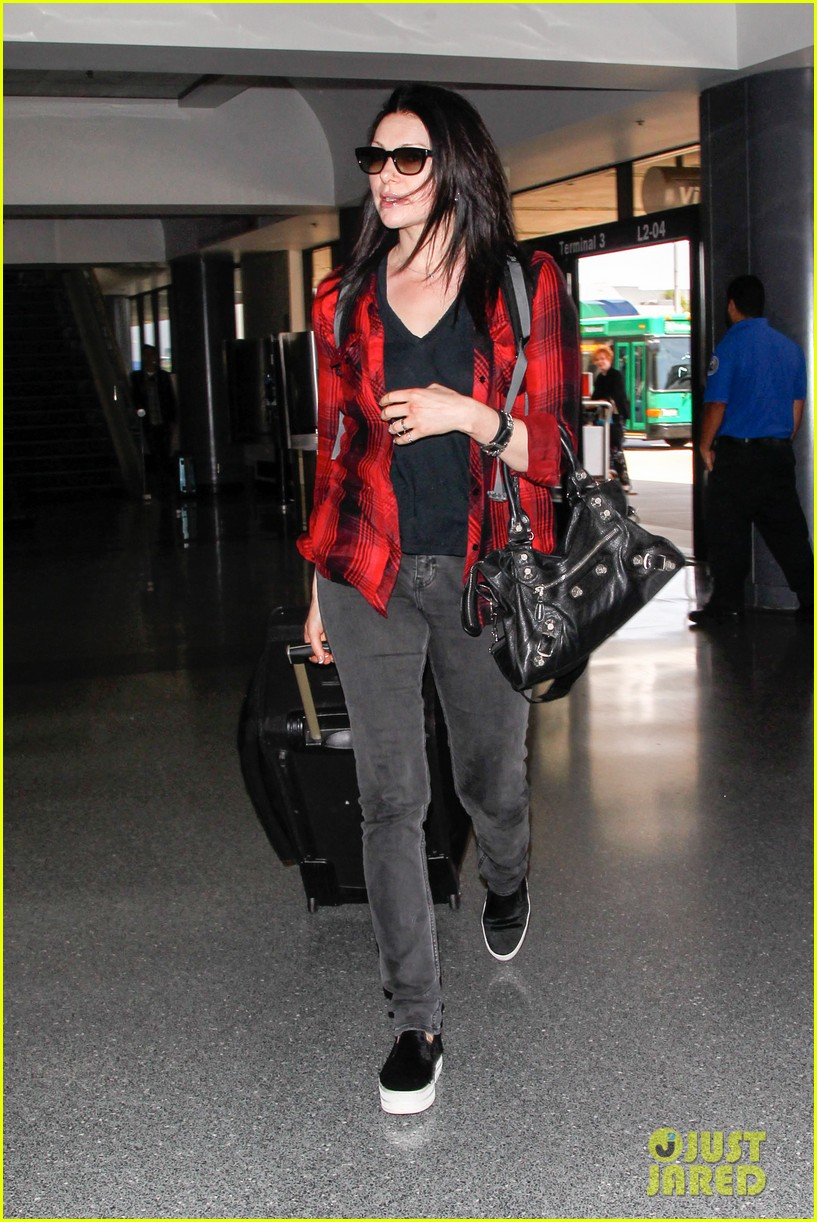 laura prepon lax after critics choice win 113140367