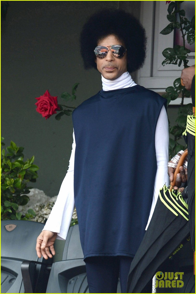 prince holds court with his sceptor at the french open 023126469