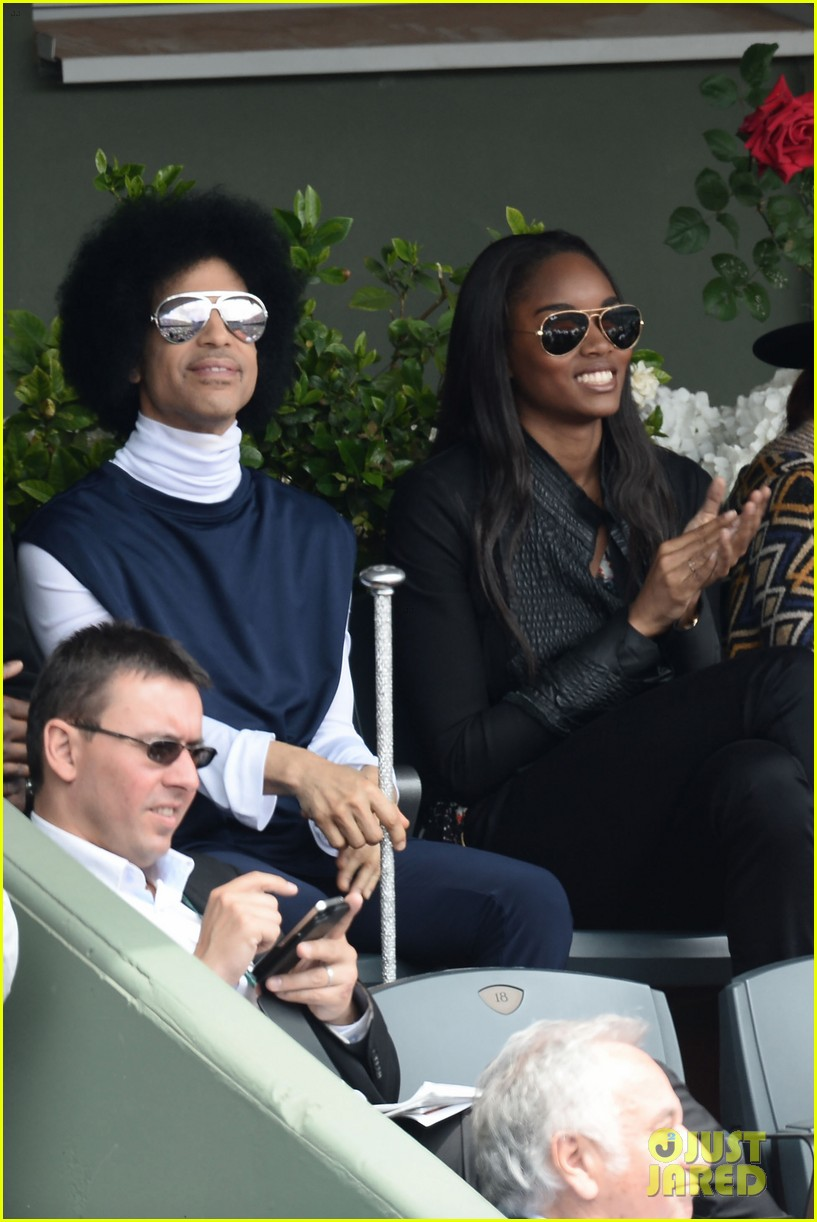 prince holds court with his sceptor at the french open 06