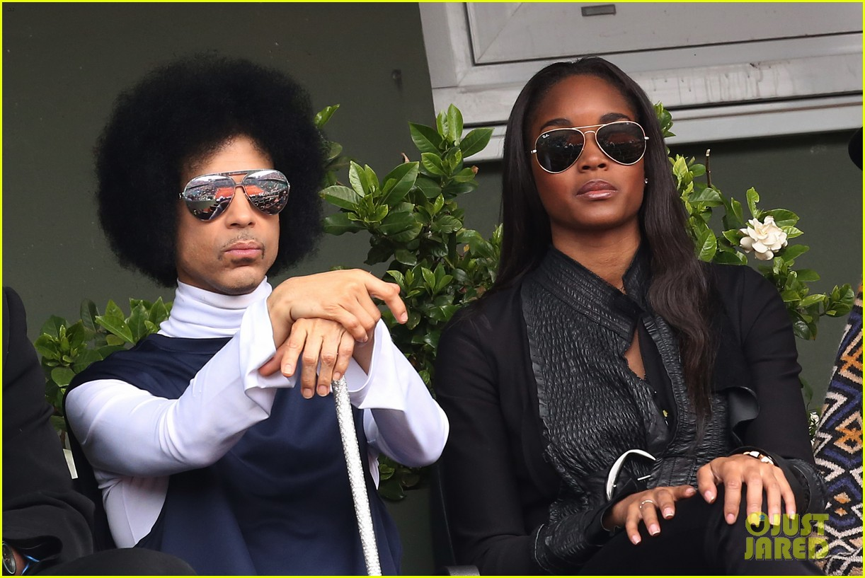 prince holds court with his sceptor at the french open 15