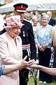 queen elizabeth visits game of thrones set 18