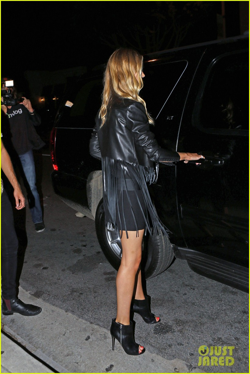 rosie huntington whiteley calvin harris have dinner together 11