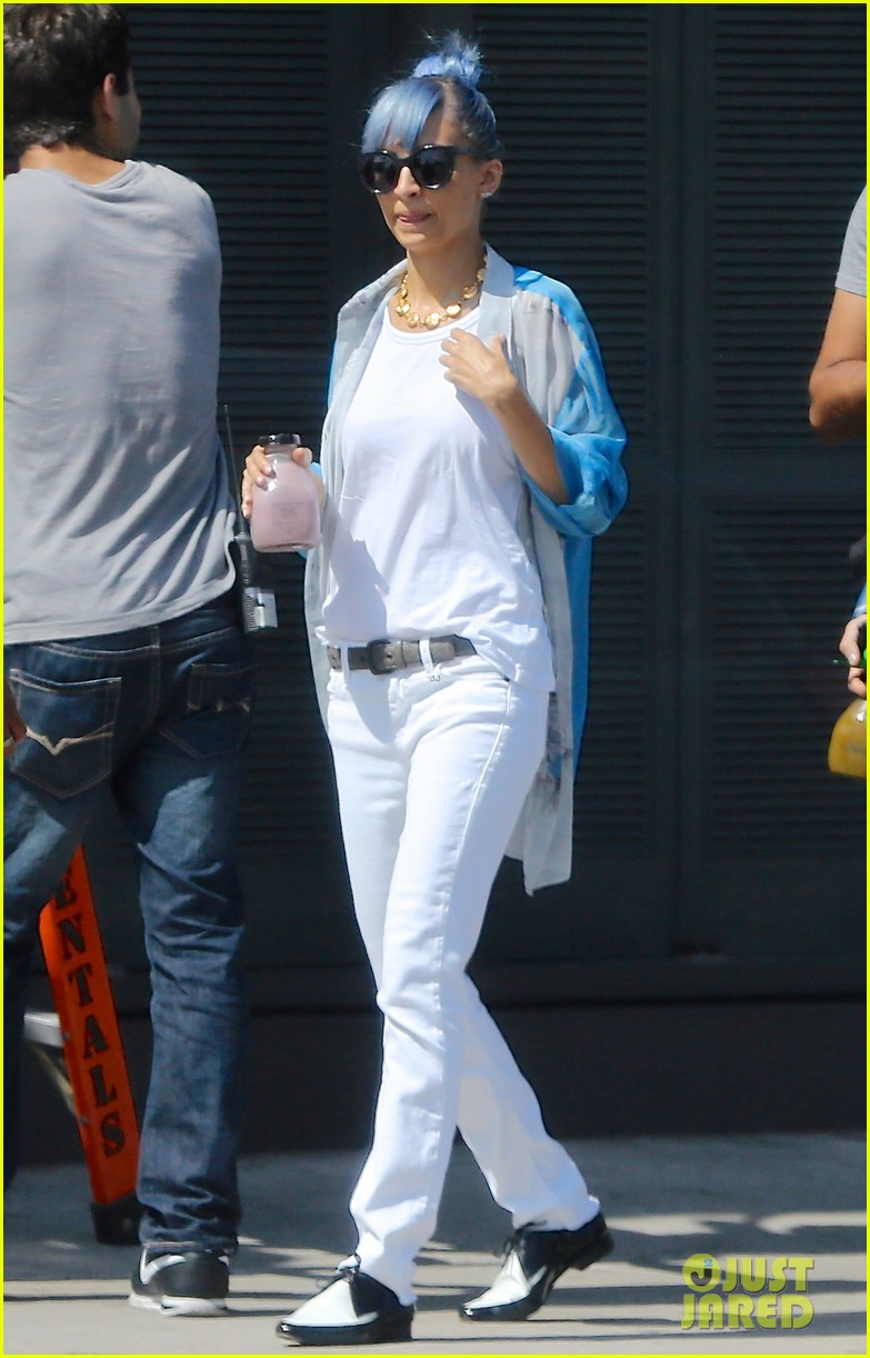 nicole richie debuts new blue hair 013134966