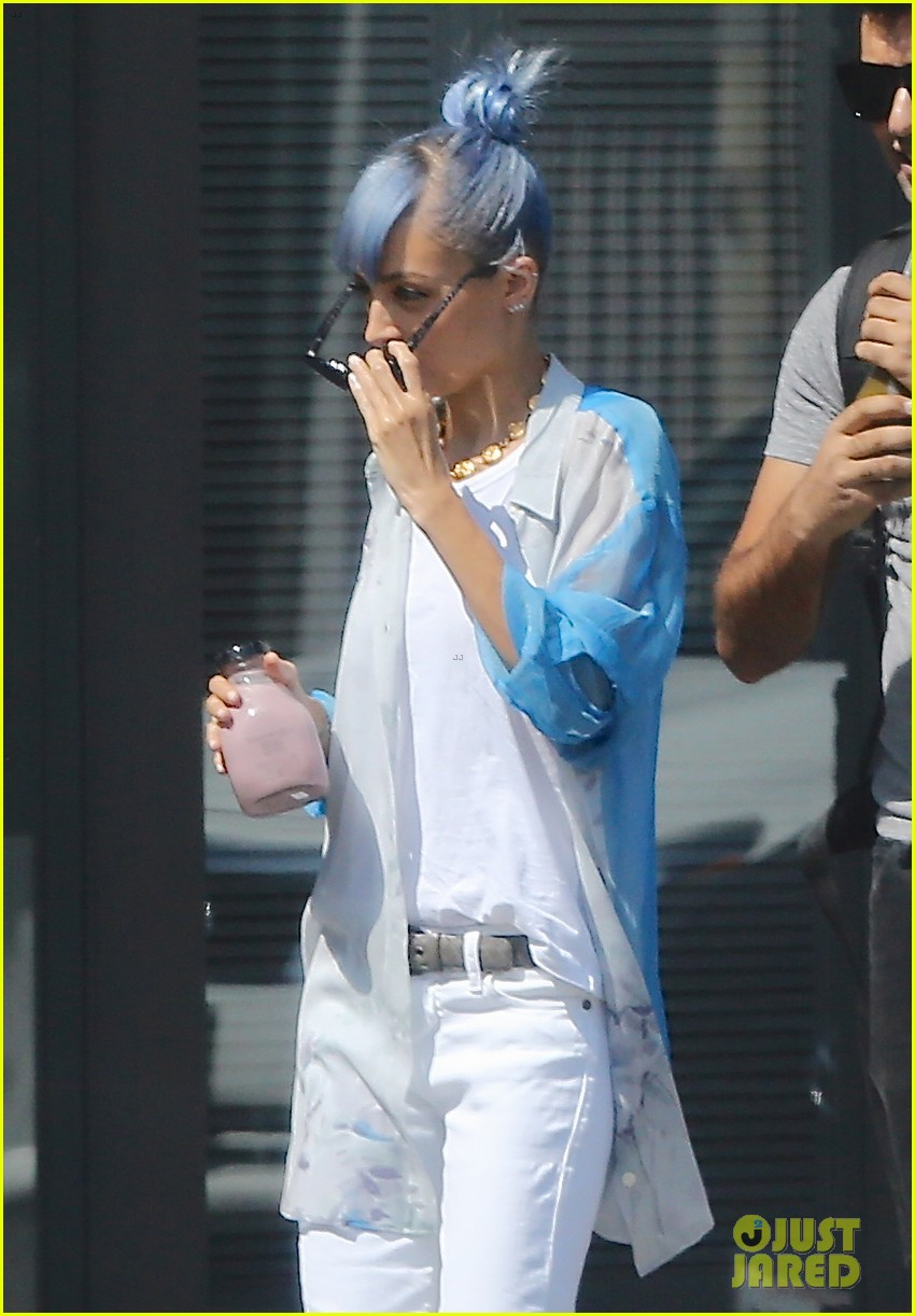 nicole richie debuts new blue hair 23
