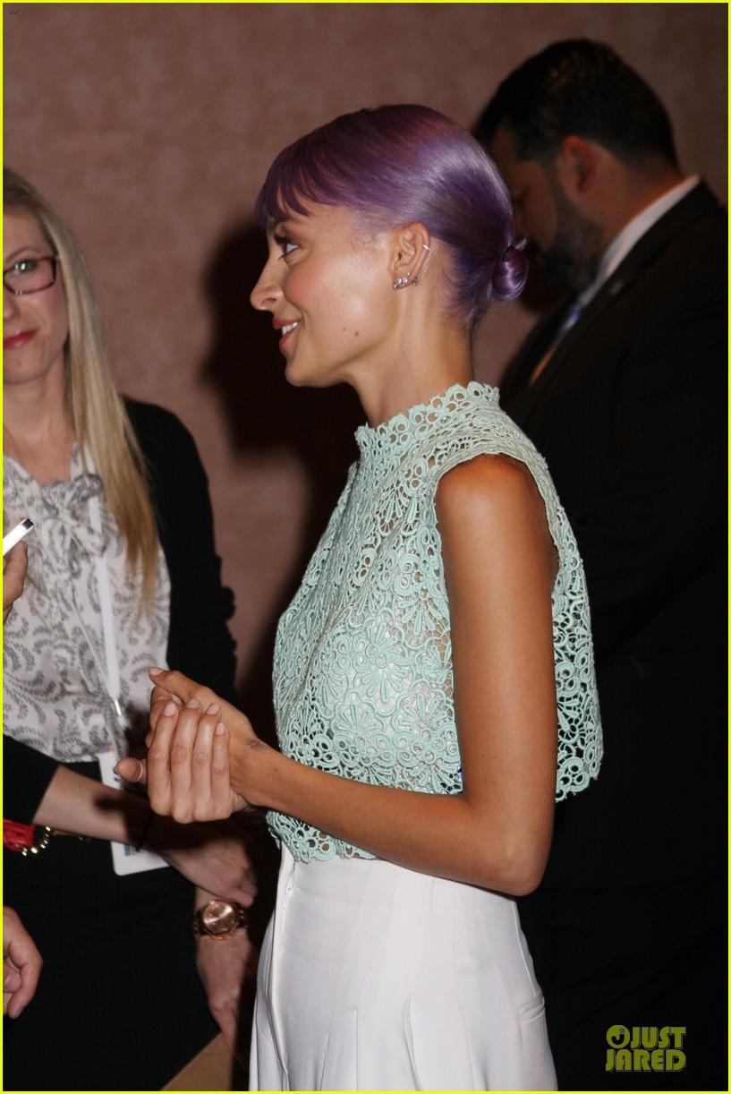 nicole richie rocks purple hair white bra at licensing expo 07