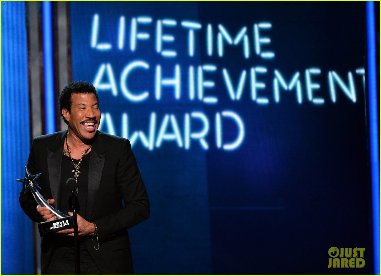 lionel richie name spelled wrong at bet awards 2014 06