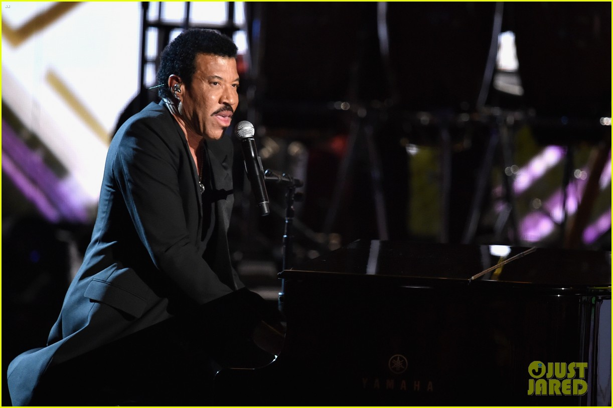 lionel richie name spelled wrong at bet awards 2014 10