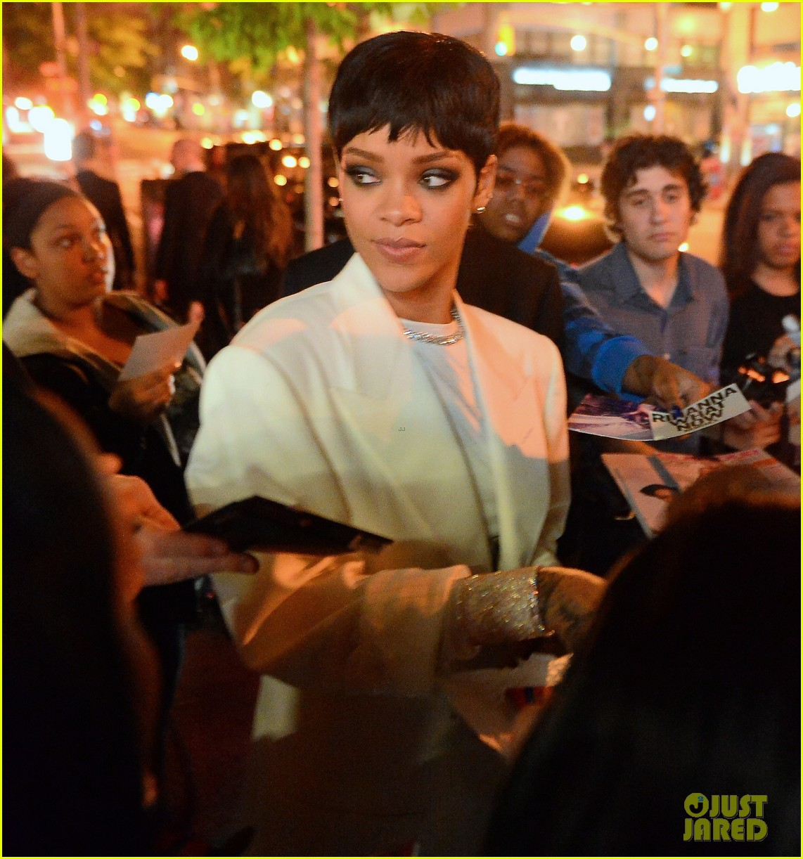rihanna covers up for celebratory dinner after cfda awards 033127221