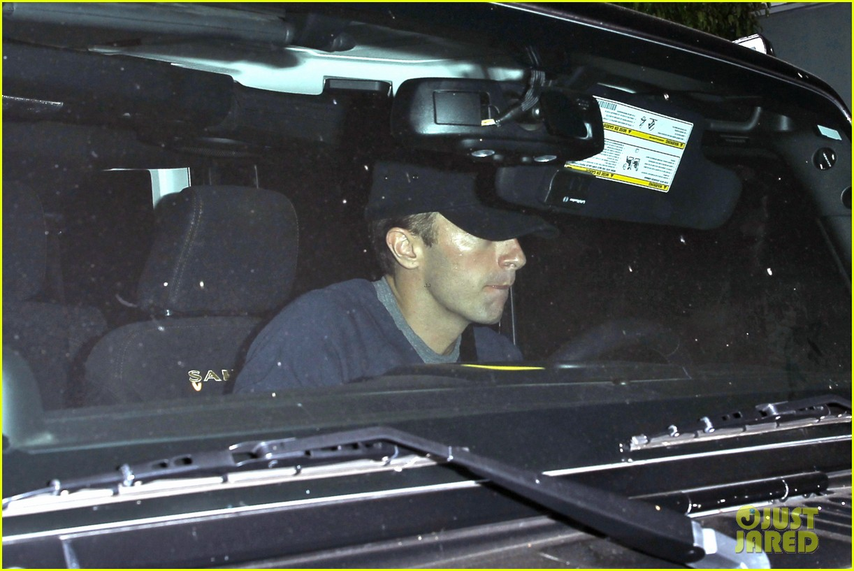 rihanna chris martin share a friendly dinner 05