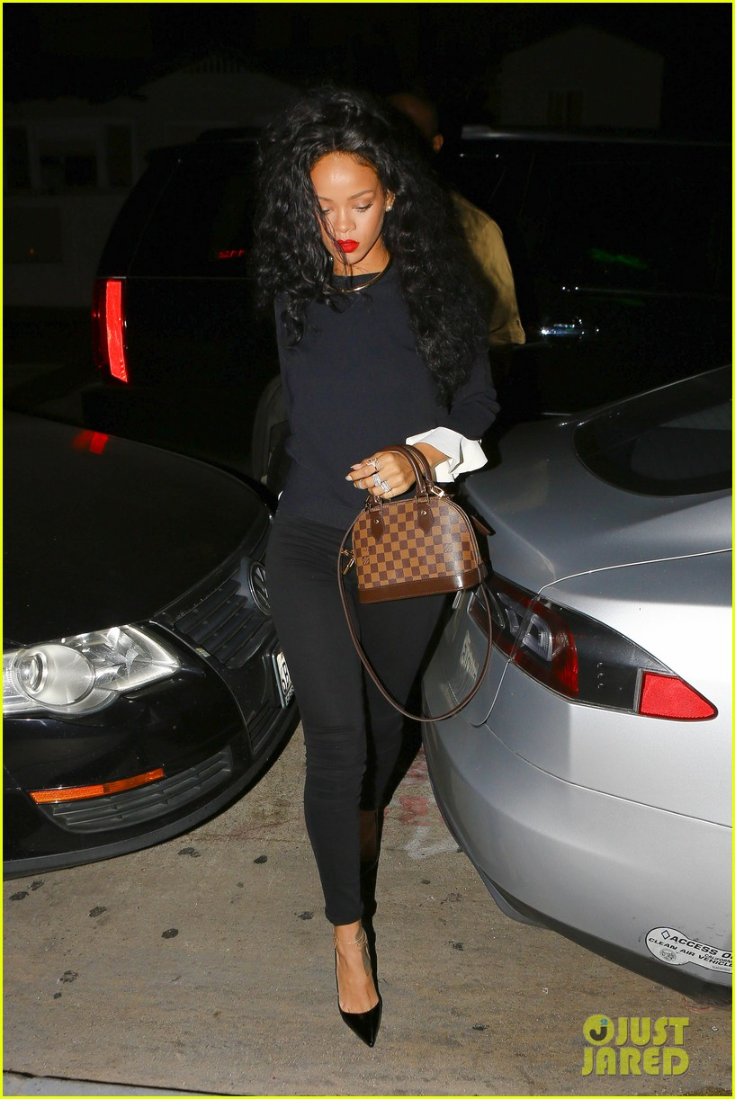rihanna chris martin share a friendly dinner 123131610