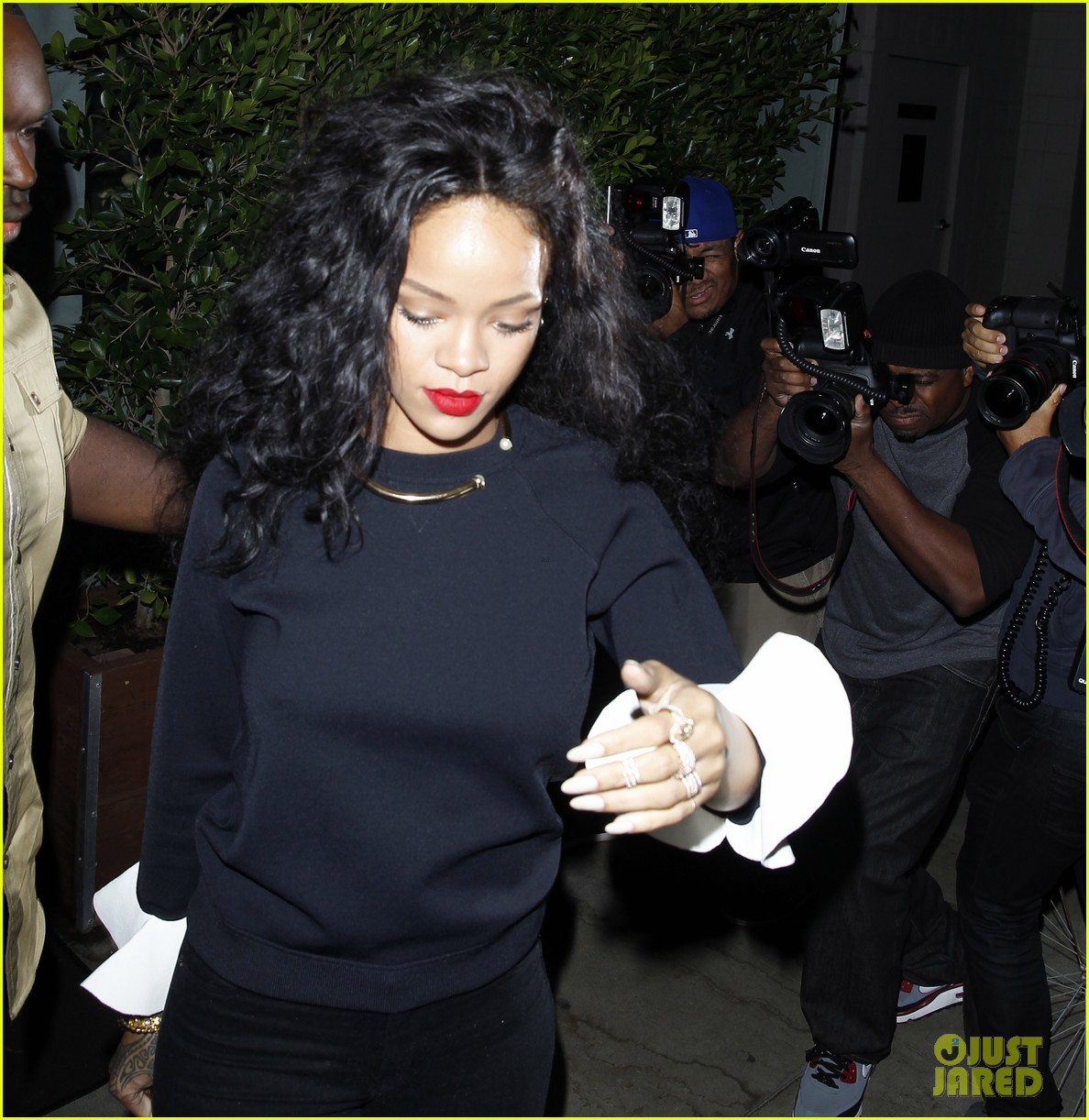 rihanna chris martin share a friendly dinner 233131621