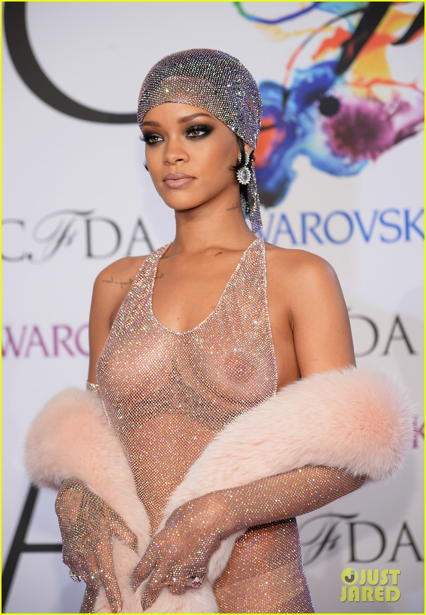 rihanna stylist talks her so naked dress at cfda awards 04