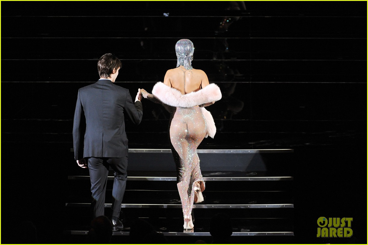 rihanna stylist talks her so naked dress at cfda awards 05