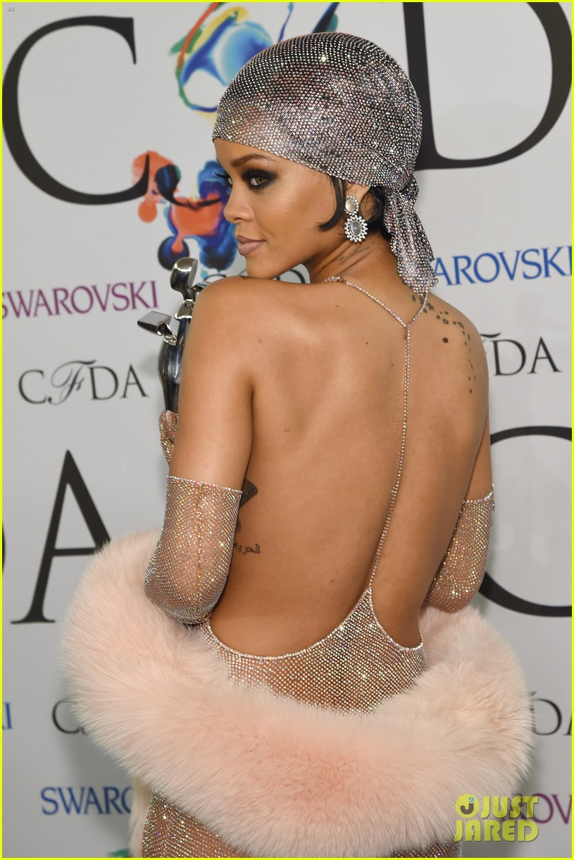 rihanna stylist talks her so naked dress at cfda awards 18
