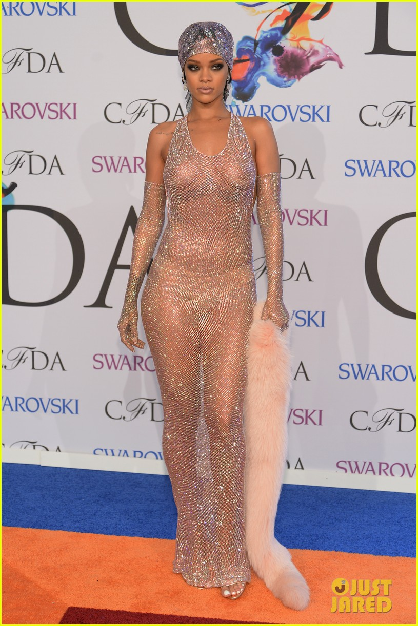 rihanna stylist talks her so naked dress at cfda awards 243127142
