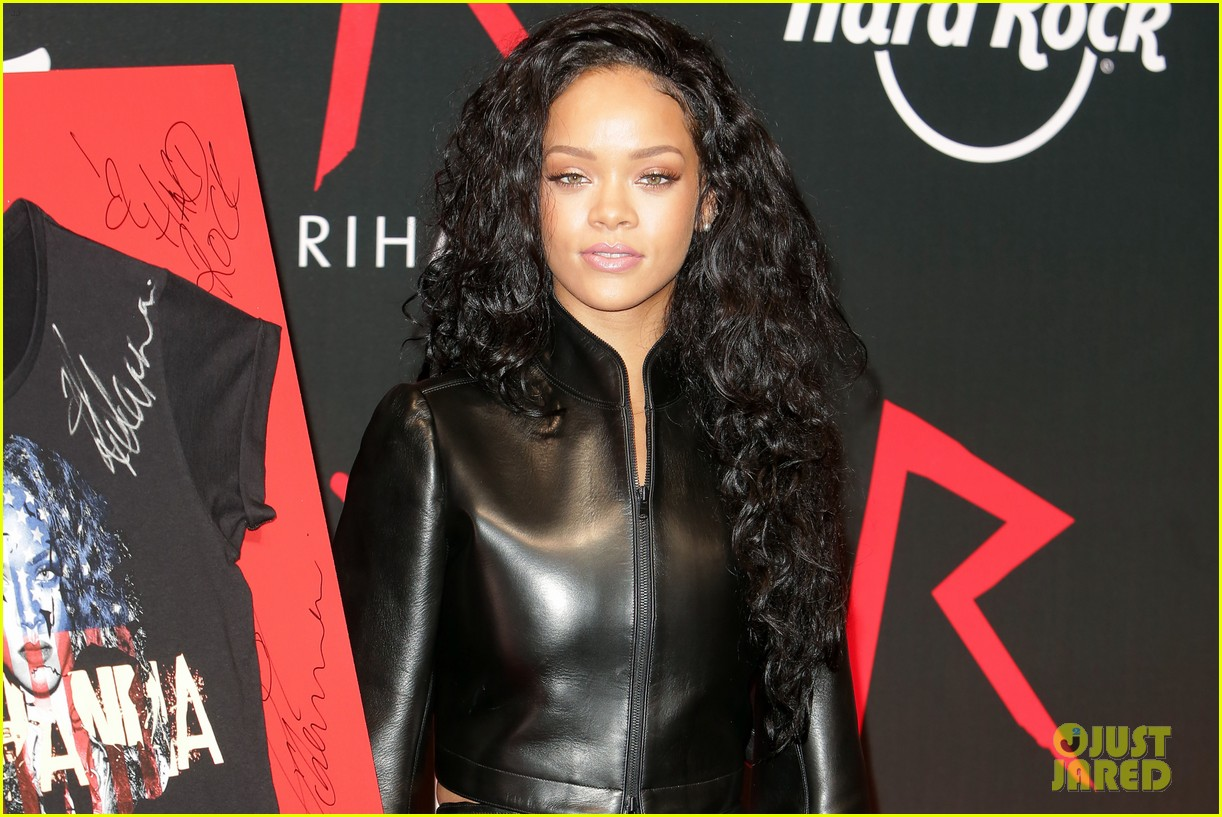 rihanna launches limited edition t shirt for charity 053128849