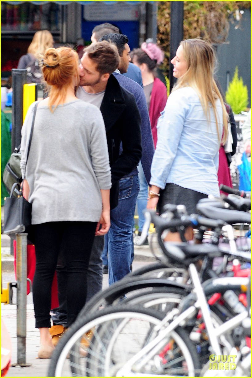 margot robbie smooches mystery man in london 393129981
