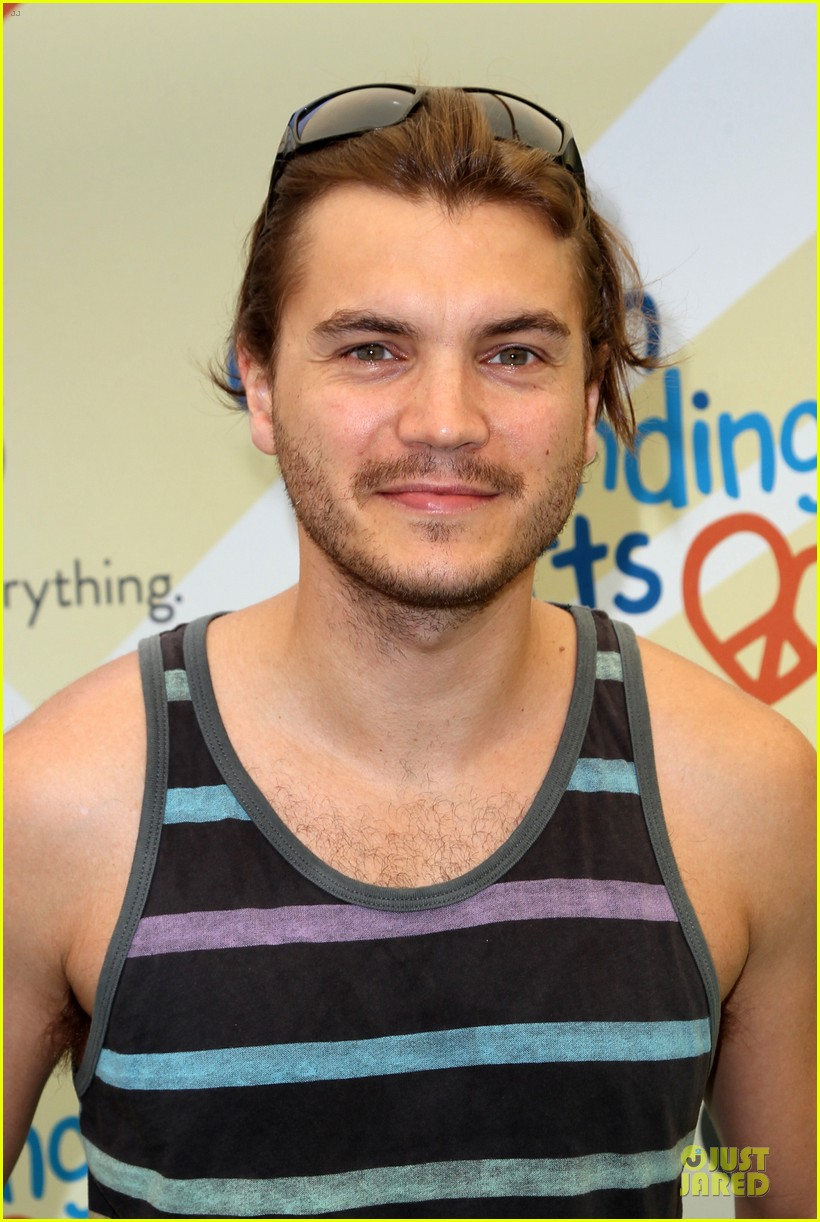 michelle rodriguez emile hirsch fundraise disadvantaged youth 02