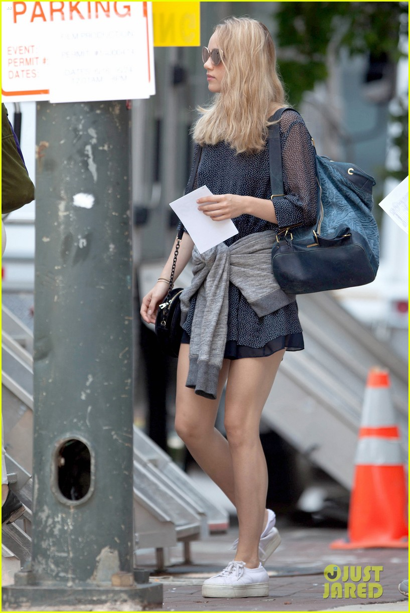 suki waterhouse rosa salazar insurgent set 07
