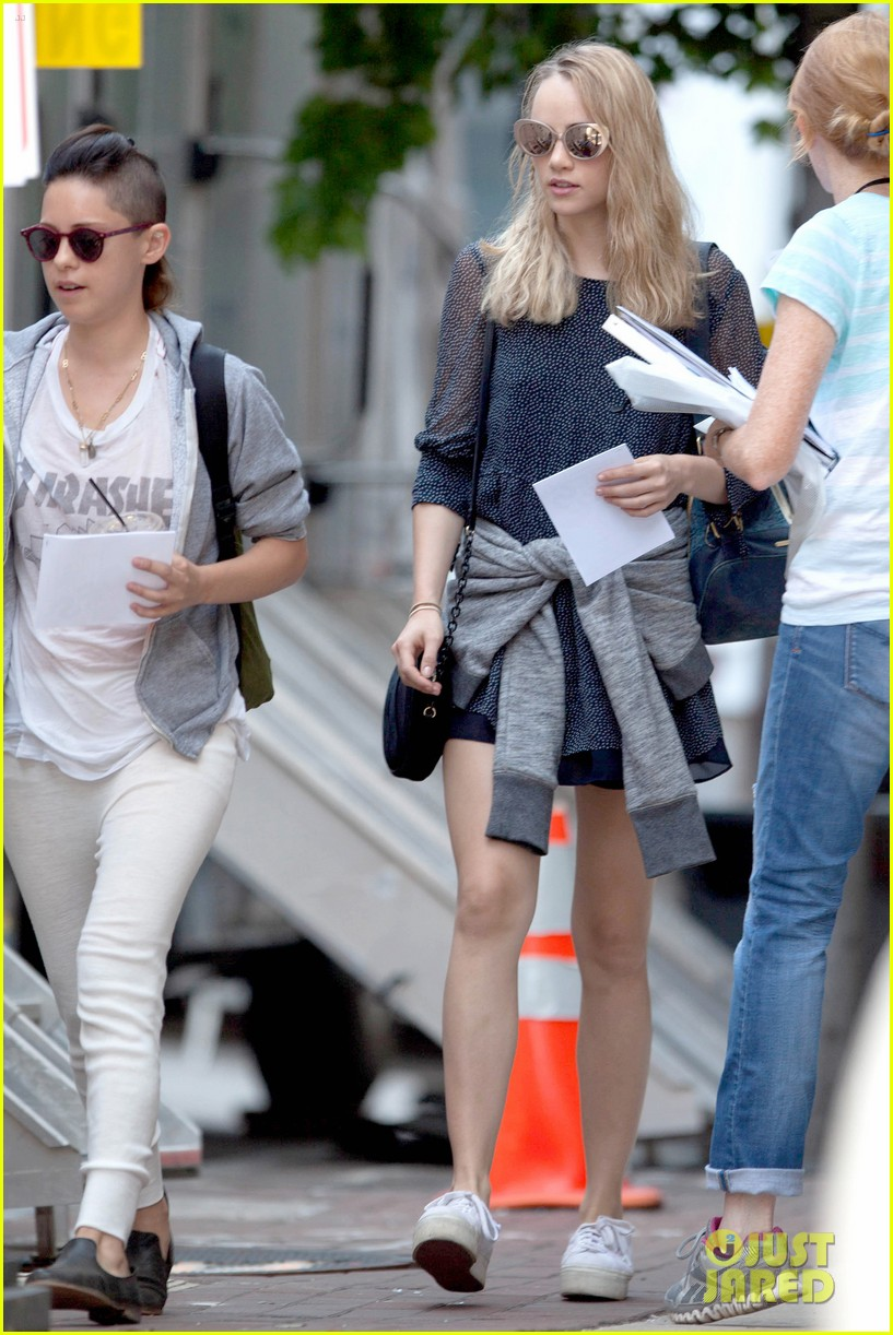 suki waterhouse rosa salazar insurgent set 12