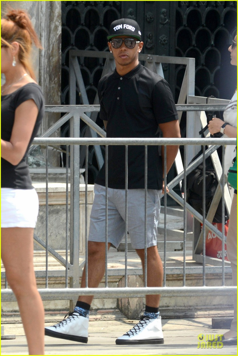nicole scherzinger lewis hamilton look more in love 263127702