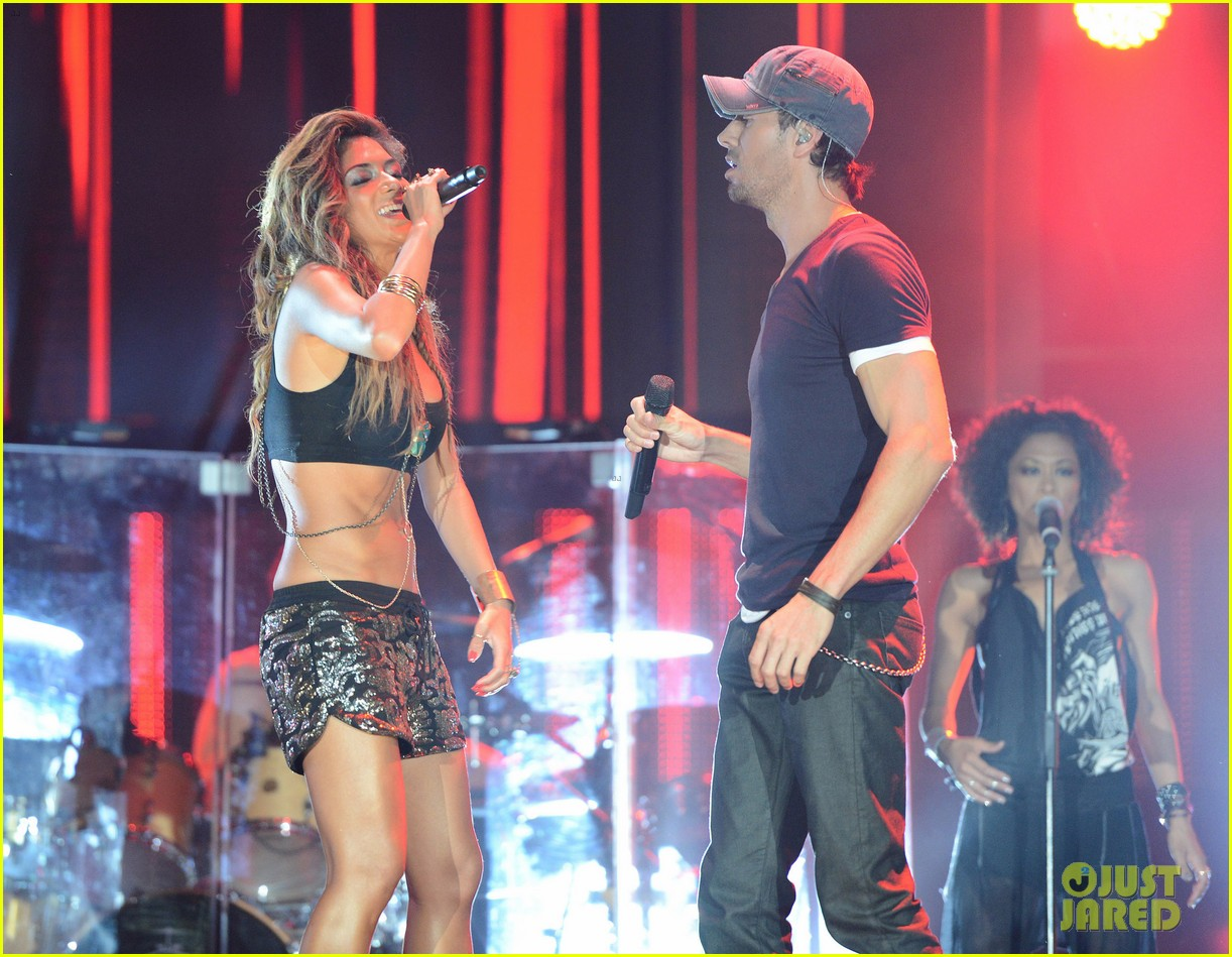nicole scherzinger enrique iglesias perform together at isle of mtv 21