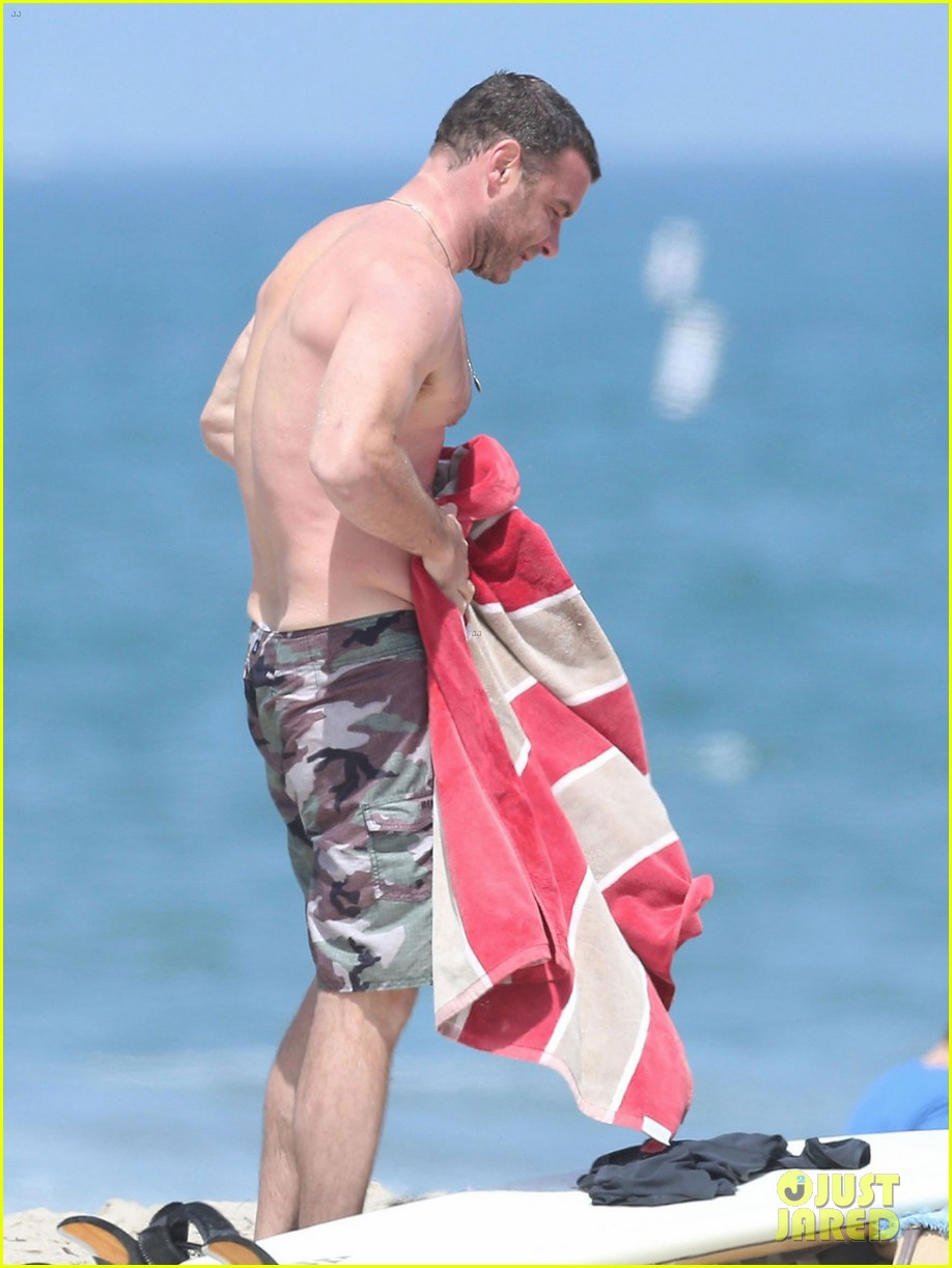 liev schreiber shirtless beach fathers day 03