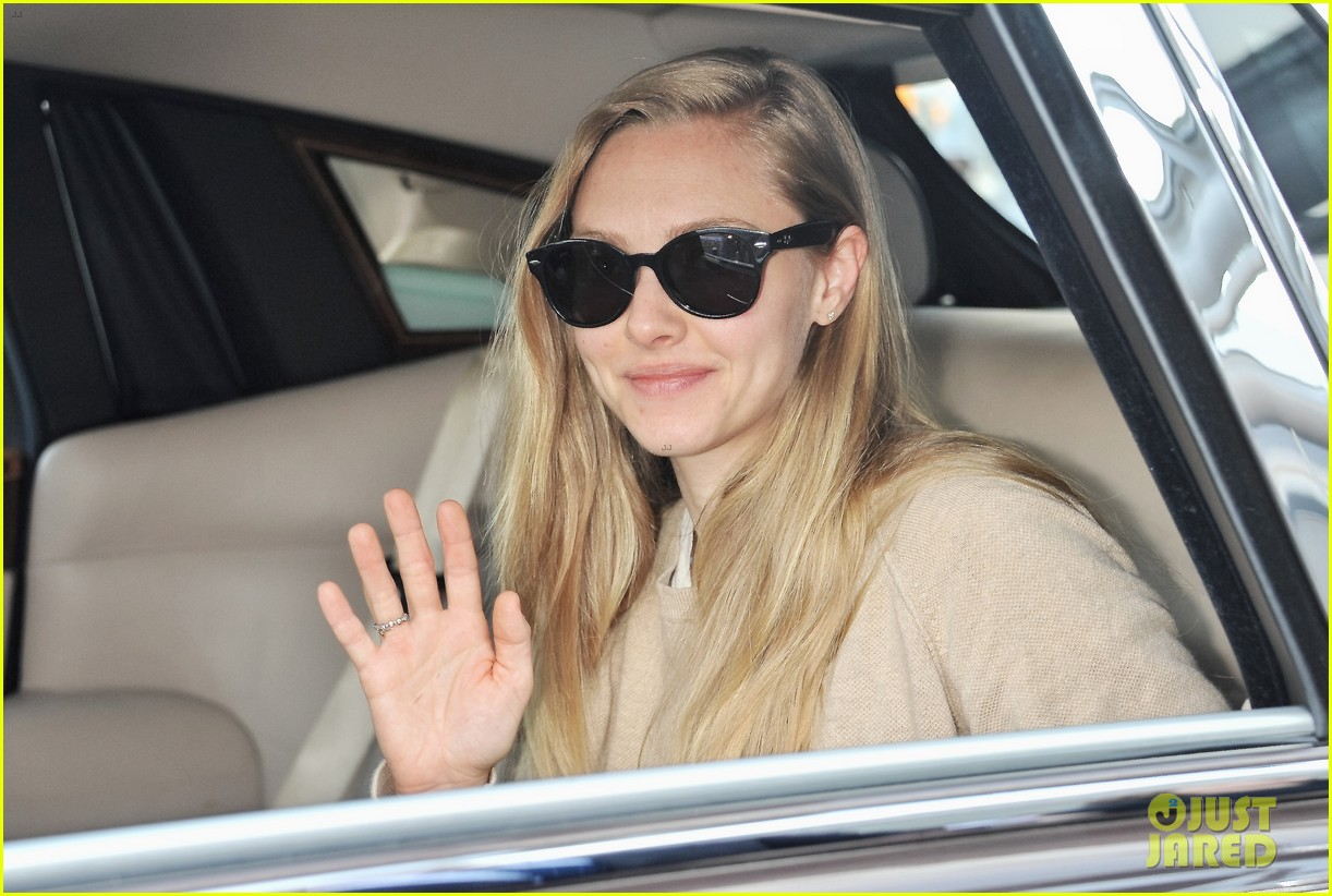amanda seyfried touches down in tokyo for shiseido cle de peau beaute press conference 083126412