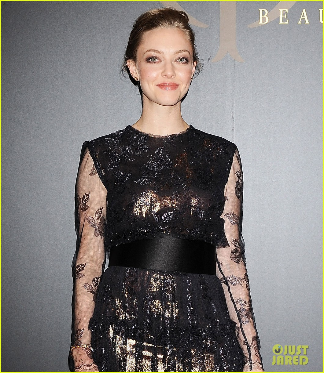amanda seyfried touches down in tokyo for shiseido cle de peau beaute press conference 093126413