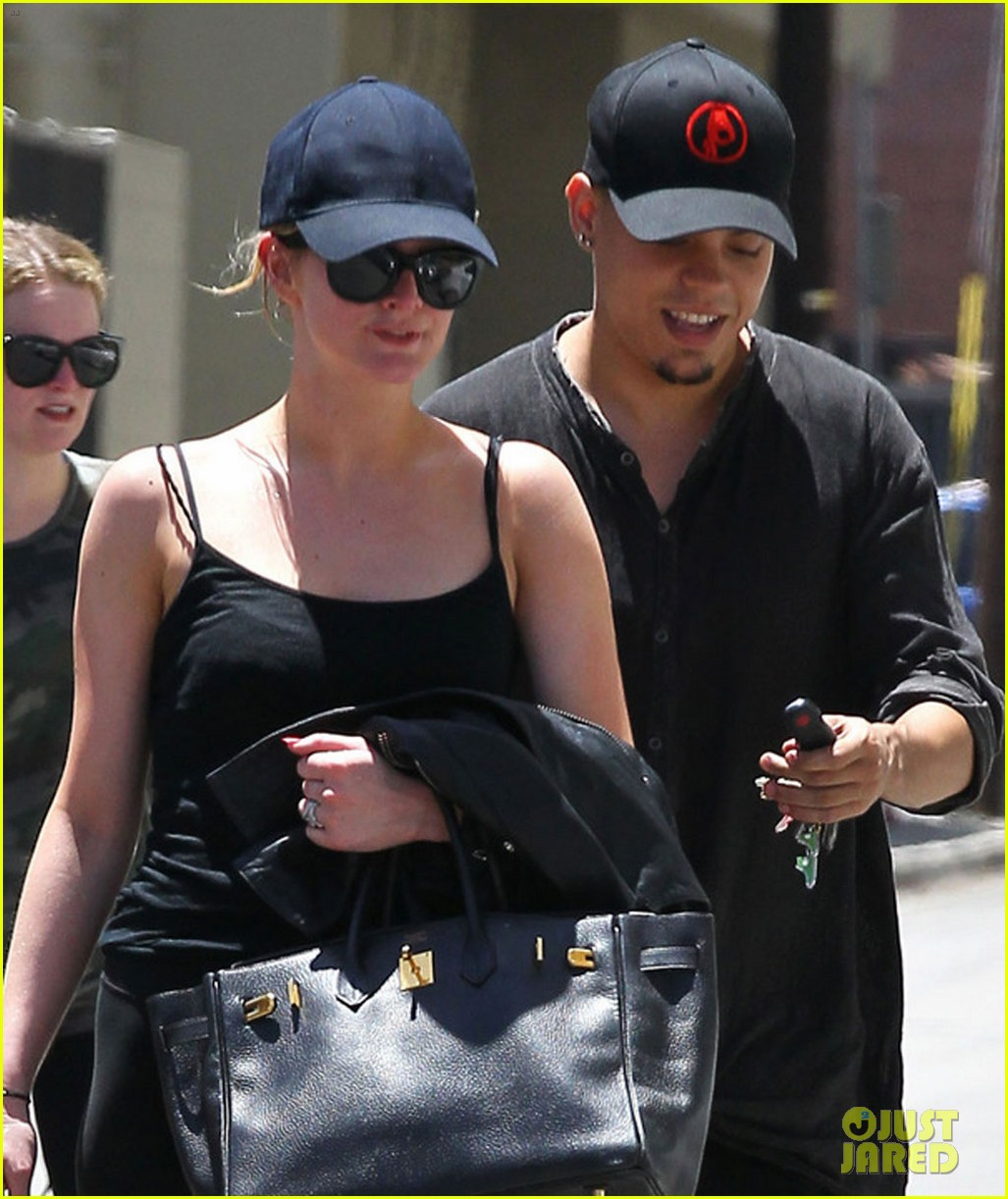 ashlee simpson loves to have jessica dress her up 023138908