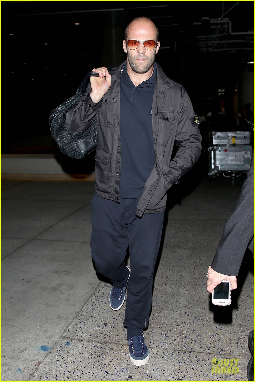 jason statham brings back barely anything to la 083130438